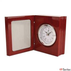 Placas conmemorativas con reloj de Pierre Cardin personalizadas