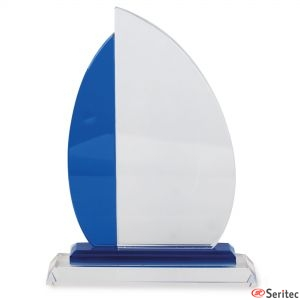 Trofeo pequeño de cristal con forma de velero para personalizar