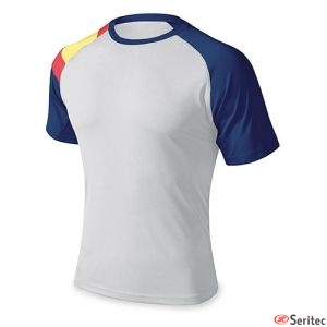 Camiseta técnica combinada con bandera de España personalizable