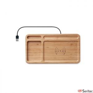 Cajita de sobremesa de bambú con cargador inalámbrico personalizada